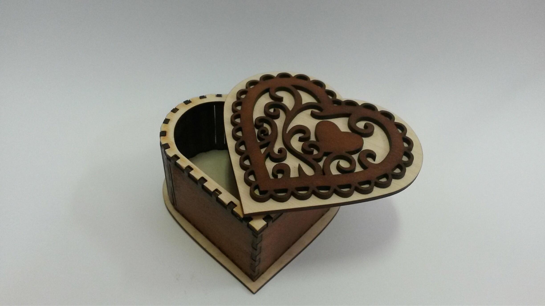шкатулка сердце со светлой крышкой